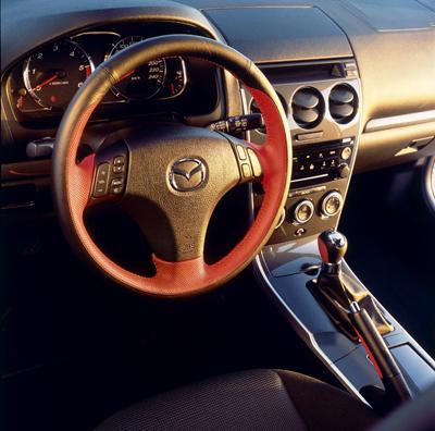 Two tone steering wheel (5HB, SDN, WGN)