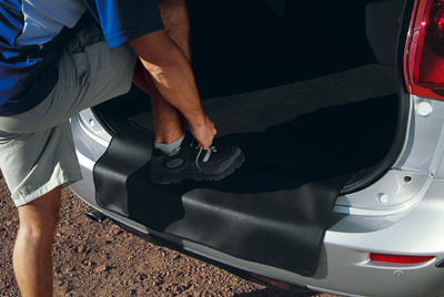 Boot mat with rear bumper protection